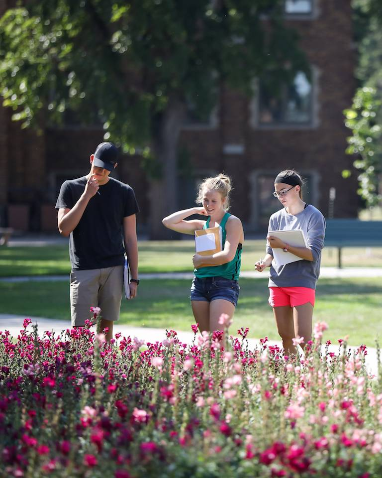 UND Arts & Sciences Students on Campus